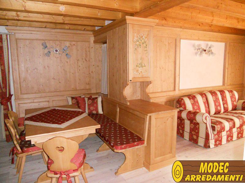 Controsoffitti e boiserie in legno modec arredamenti for Arredamento case di montagna