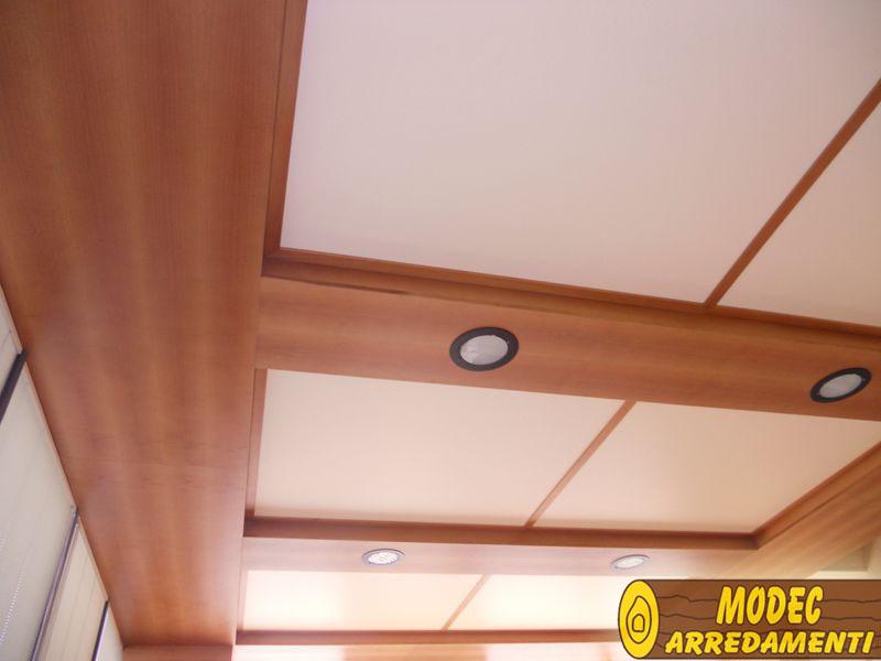 Controsoffitti e boiserie in legno modec arredamenti for Controsoffitto legno