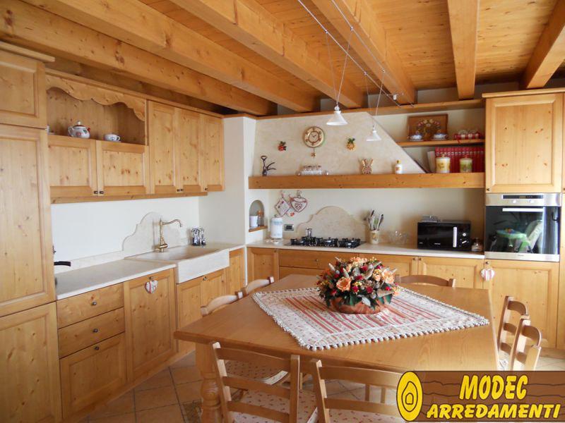 Arredamento: cucina in abete
