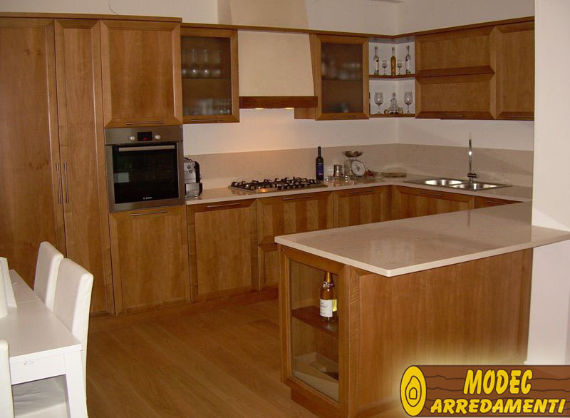 Ambienti personalizzati cucine classiche moderne - Cucine classiche con isola ...