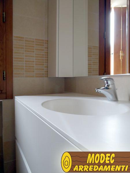 Ambienti personalizzati per il bagno modec arredamenti - Piano lavandino bagno ...